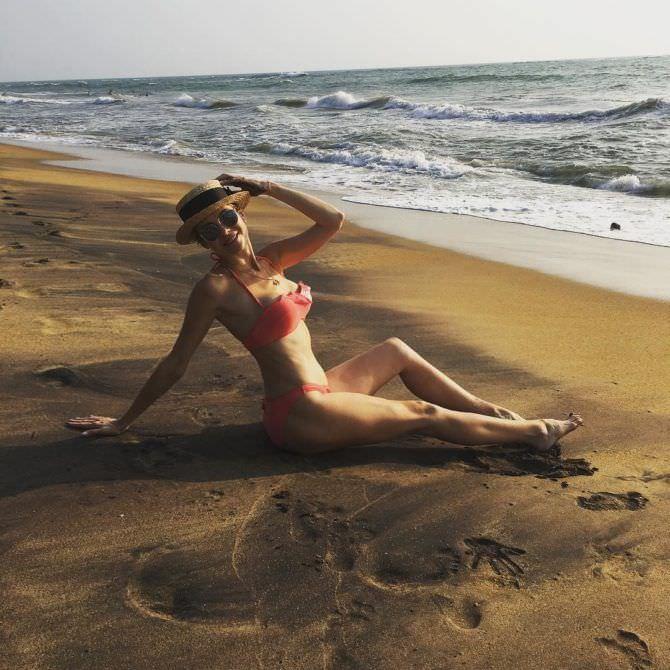 Анна Невская фото на песке