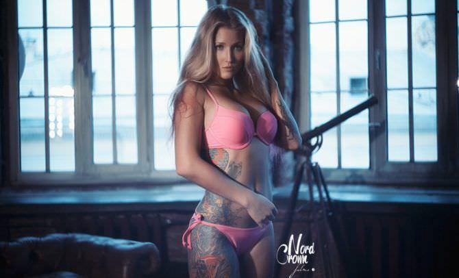 Анастасия Янькова фото в розовом бикини