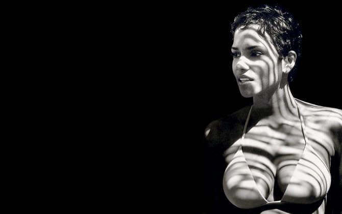 Холли Берри чёрно-белое фото