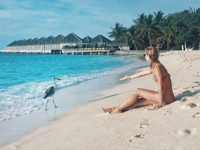 Юлианна Караулова фото с птицей