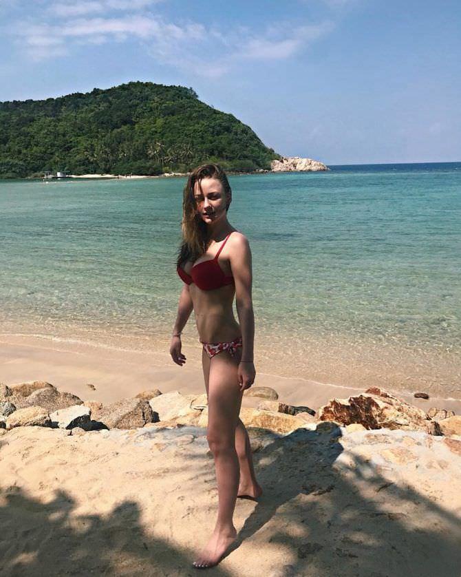 Ингрид Олеринская фотография на пляже