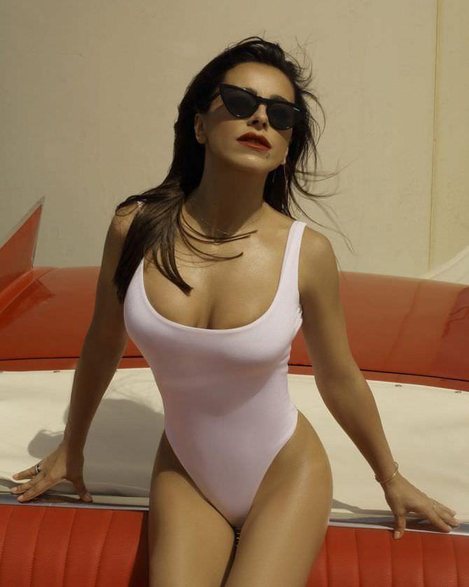 Ани Лорак фото в белом купальнике