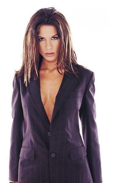 Рона Митра фото в пиджаке