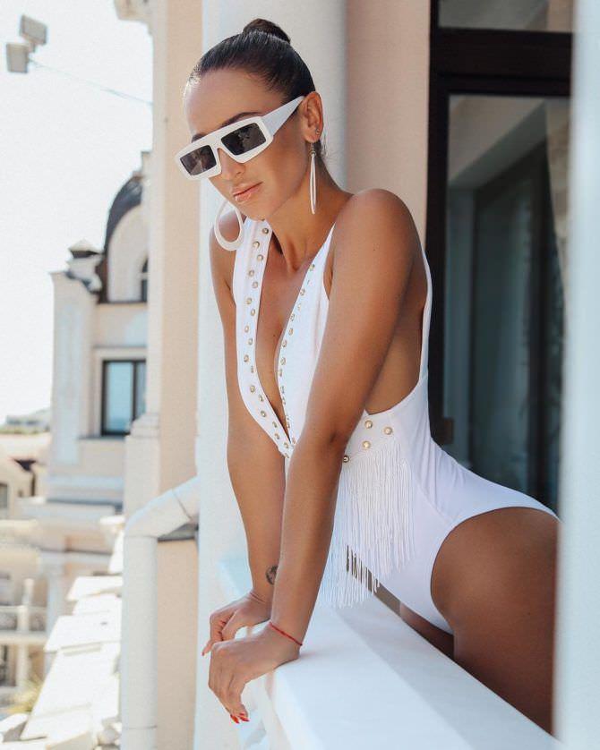 Ольга Бузова фотография в очках