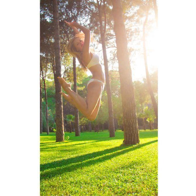 Анна Михайловская фото в прыжке