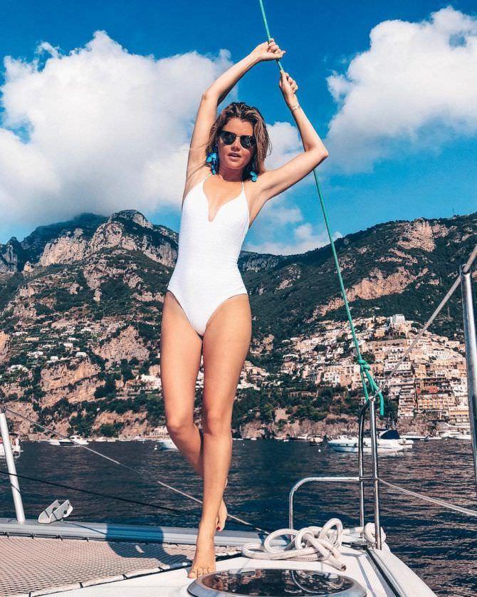 Мария Ивакова фото в белом купальнике