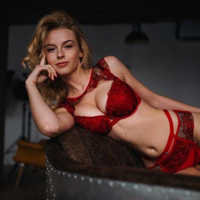 Ульяна Тригубчак фото в красном белье