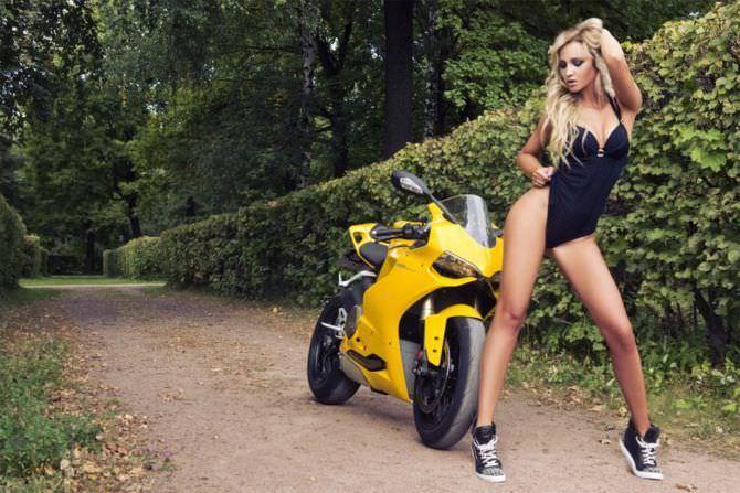 Ольга Бузова фотография с мотоциклом