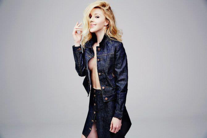 Юлианна Караулова фото в джинсовом костюме