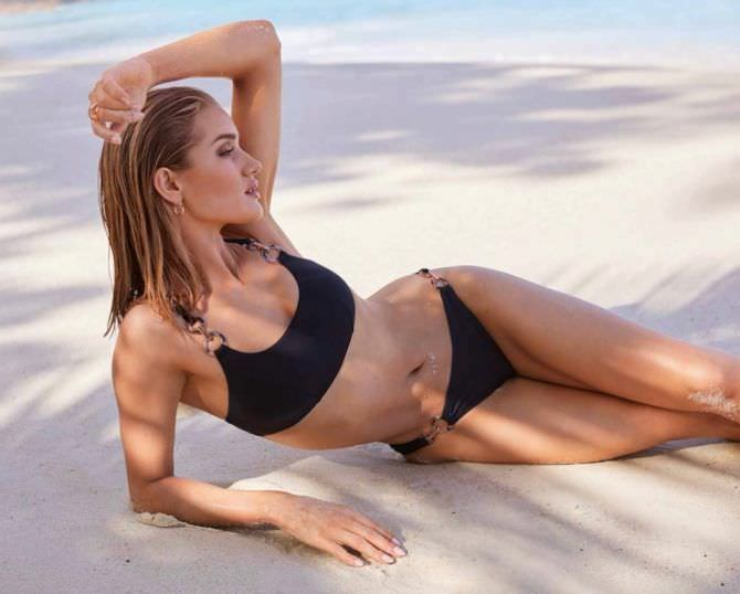 Роузи Хантингтон-Уайтли фото на пляже