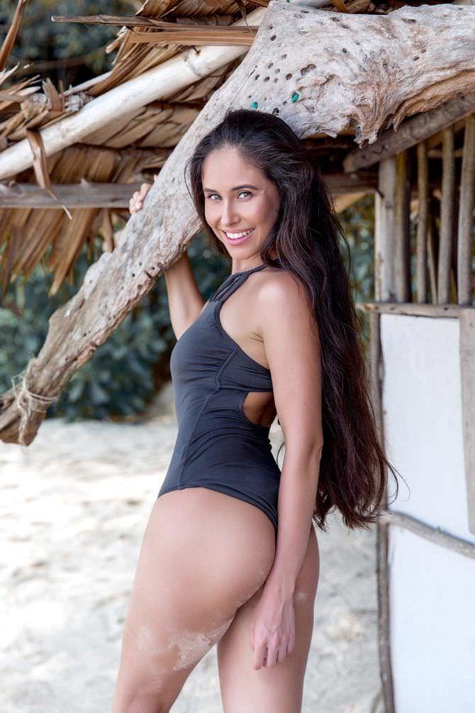 Илана Юрьева фото в купальнике на пляже