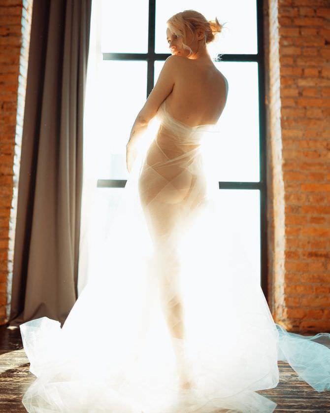 Ульяна Тригубчак фотография у окна