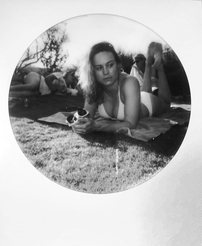 Бри Ларсон фото в бикини
