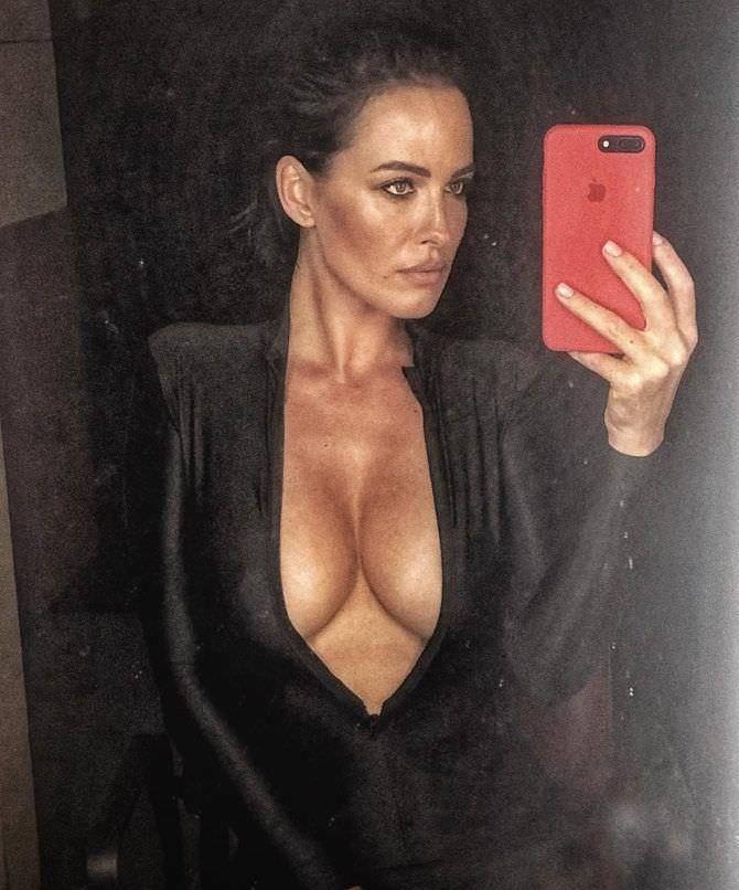 Даша Астафьева фото в зеркале
