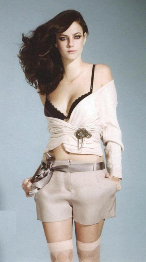 Кая Скоделарио фото в шортах