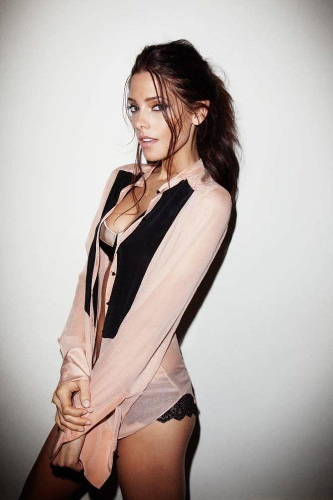 Эшли Грин фото в прощрачной блузке