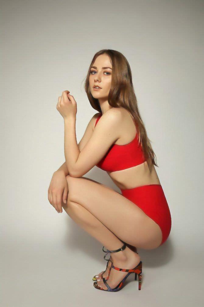 Ингрид Олеринская фото в красном купальнике