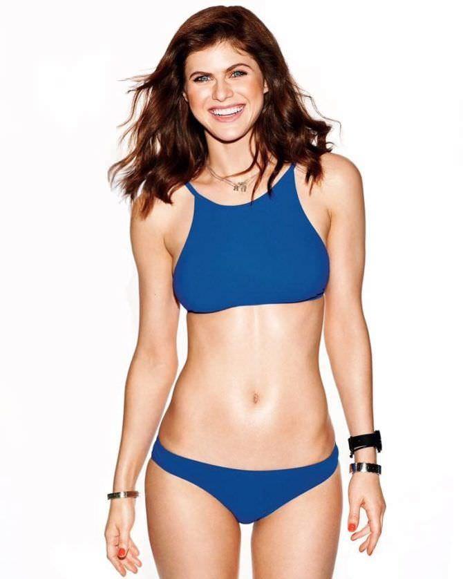 Александра Даддарио фото в синем купальнике
