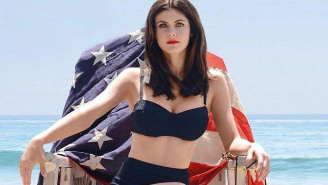 Александра Даддарио фото с флагом