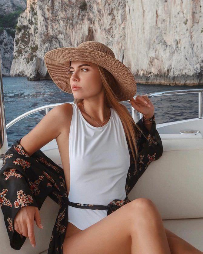 Дарья Клюкина фото в шляпе