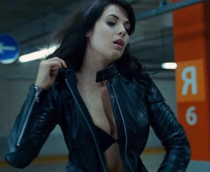 Юлия Снигирь фото в кожаной куртке