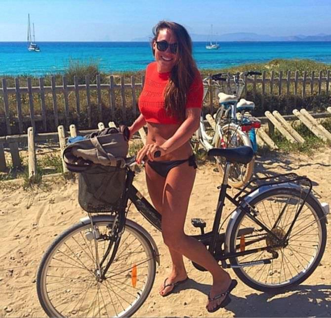 Доротея Вирер фото с велосипедом