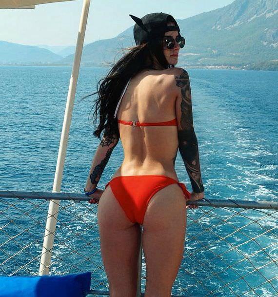 Александра Киевская фото в красном бикини