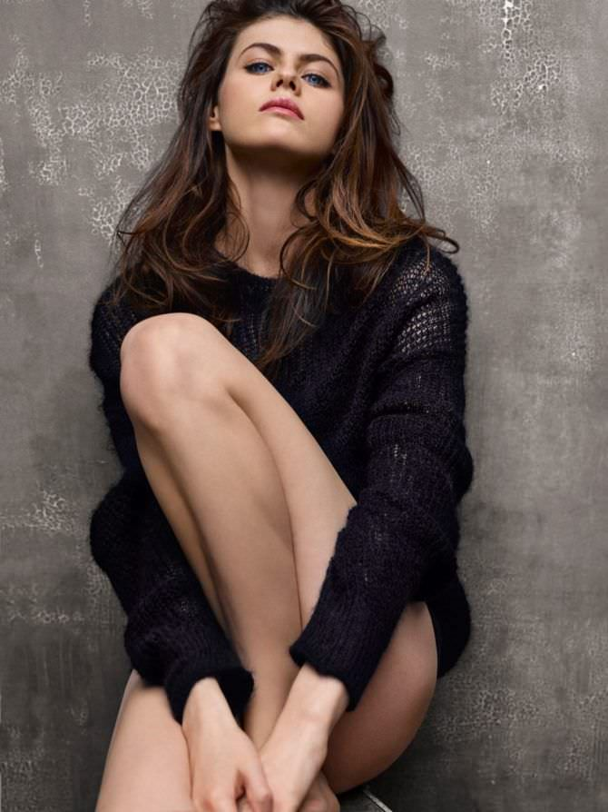 Александра Даддарио фотография в свитере