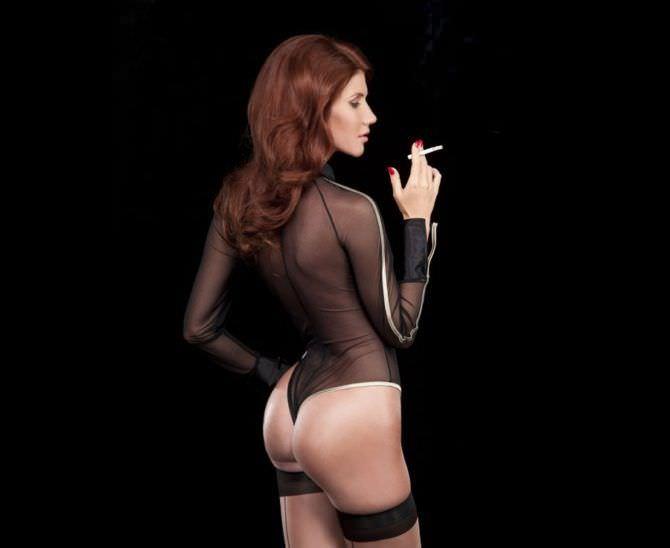 Анна Чапман фото с сигаретой
