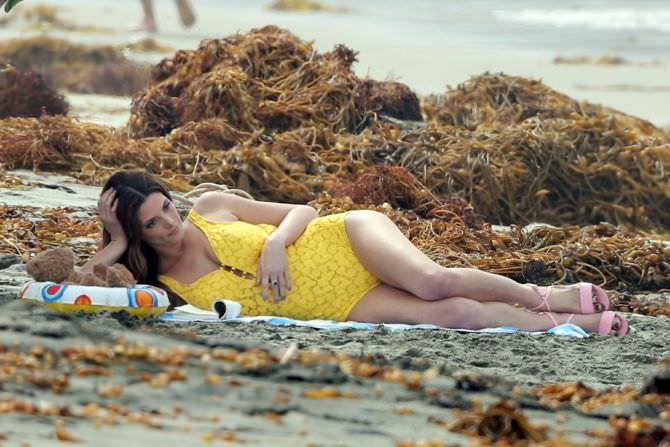 Эшли Грин фото на пляже