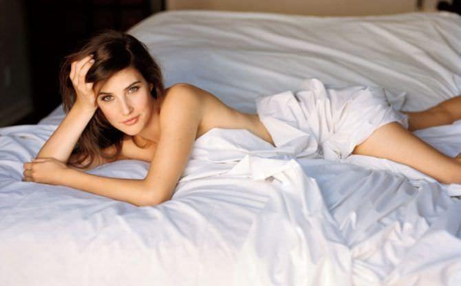 Коби Смолдерс фотография на кровати
