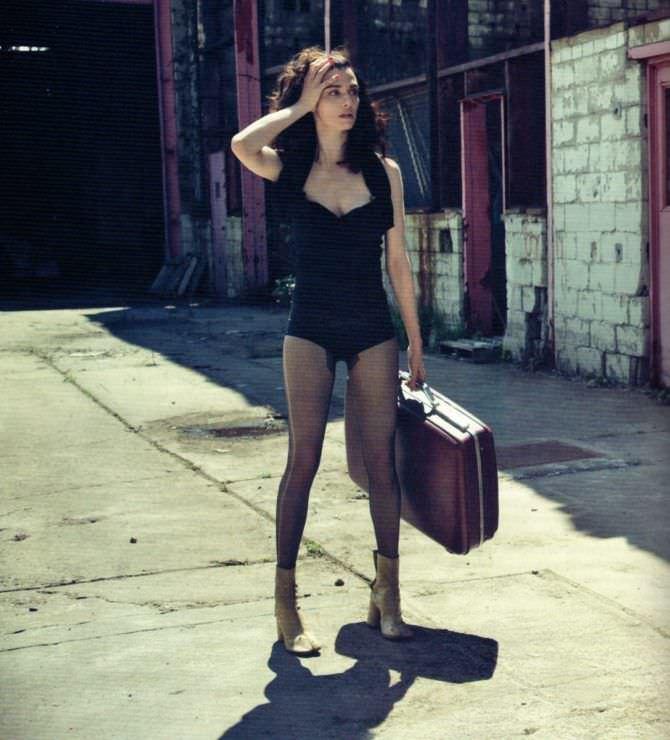 Рэйчел Вайс фото с чемоданом