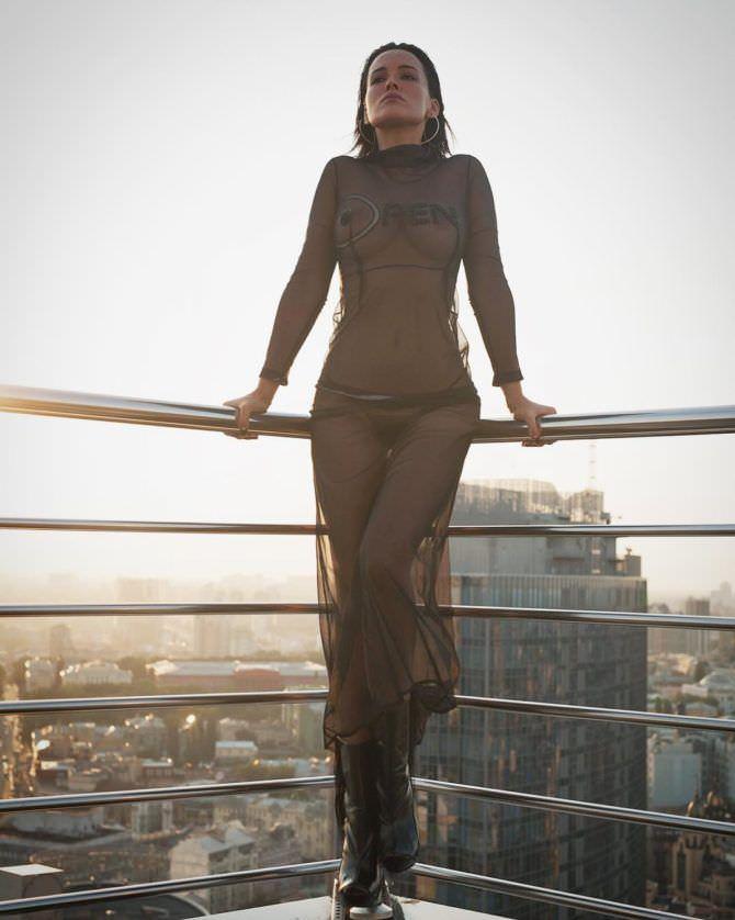 Даша Астафьева фото на крыше