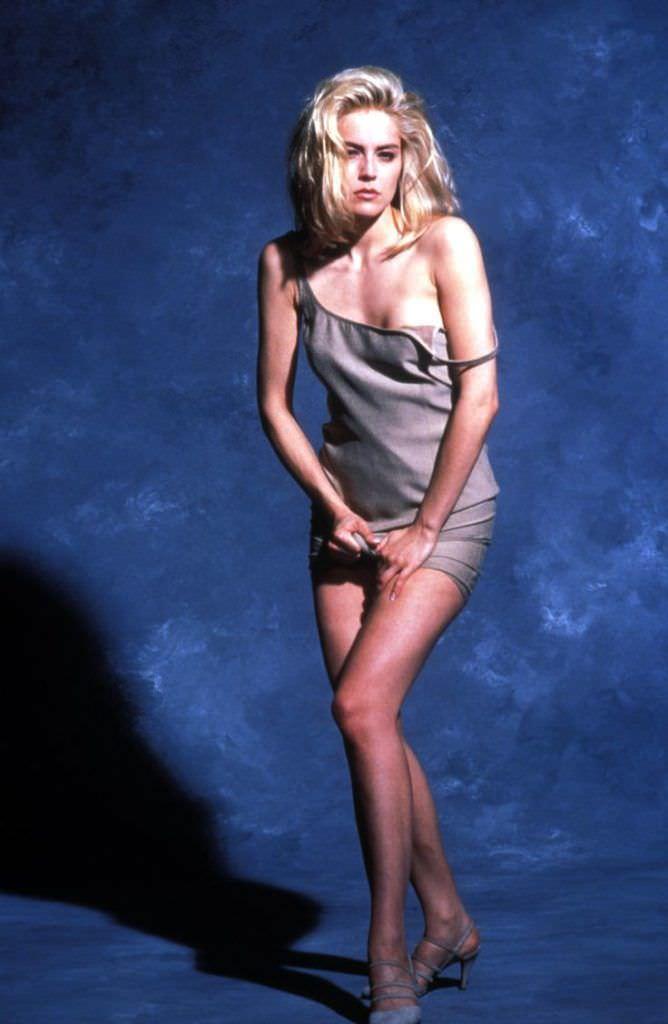 Шэрон Стоун фотография в коротком платье