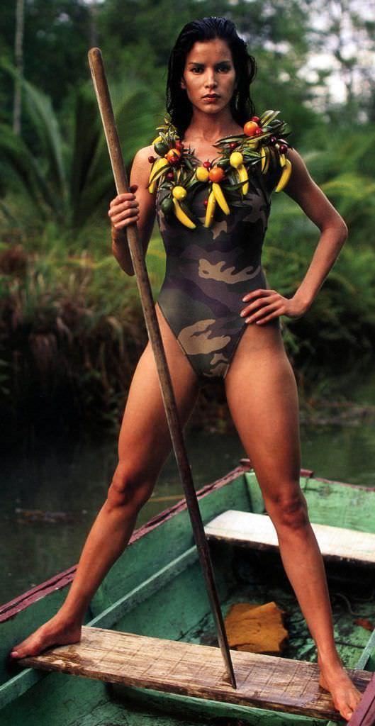 Патрисия Веласкес фото на лодке