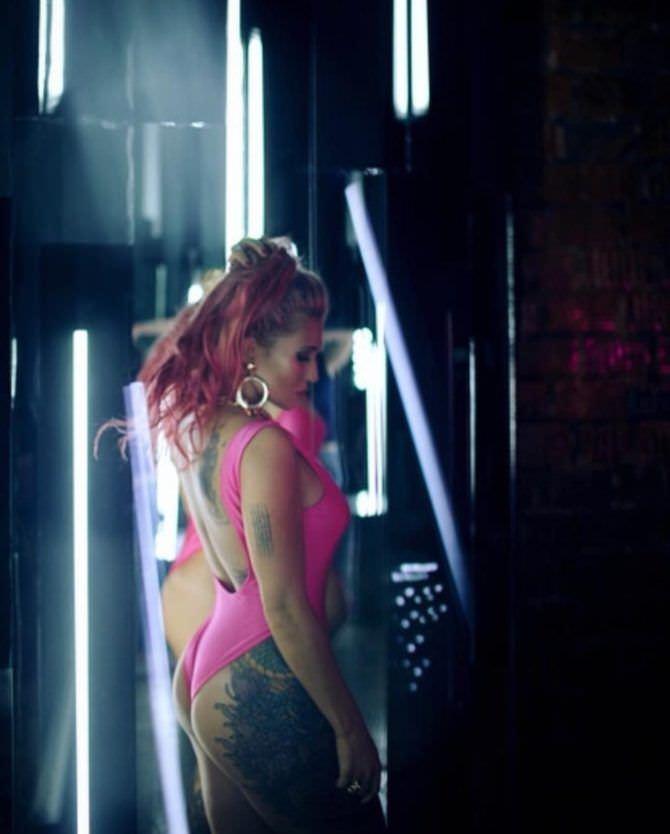 Анастасия Янькова фото с розовыми волосами