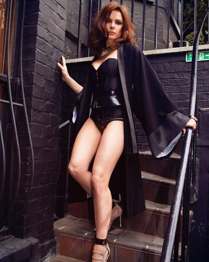 Ребекка Фергюсон фото в чёрном корсете