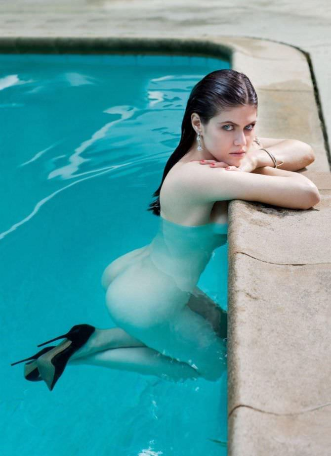 Александра Даддарио фото в бассейне