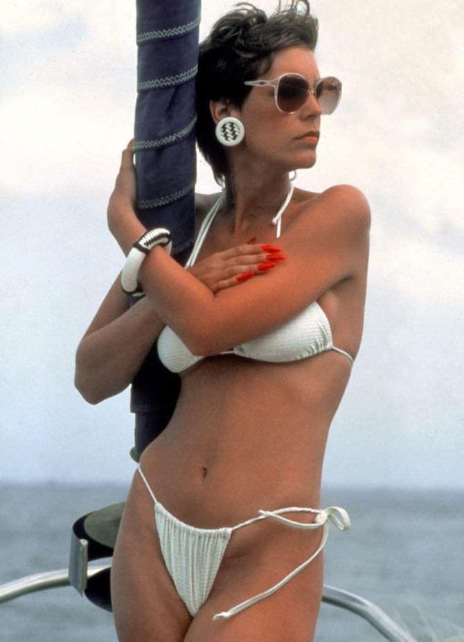 Джейми Ли Кёртис фото в белом бикини