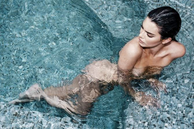 Кендалл Дженнер фото в воде
