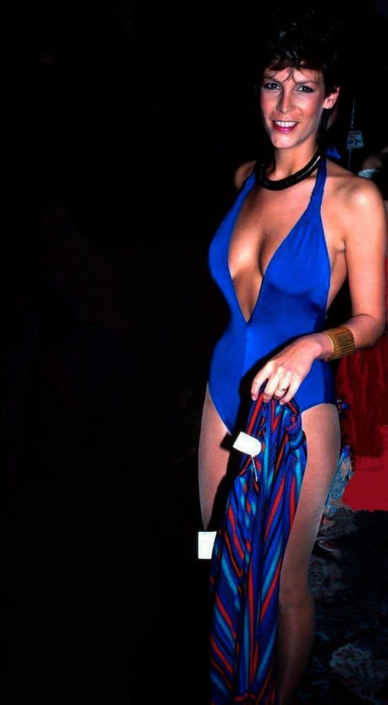 Джейми Ли Кёртис фото в синем купальнике