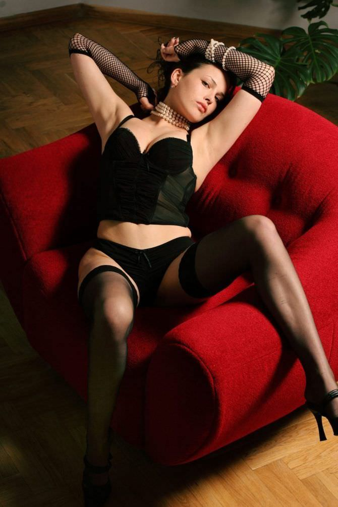 Даша Астафьева фотосессия в кресле
