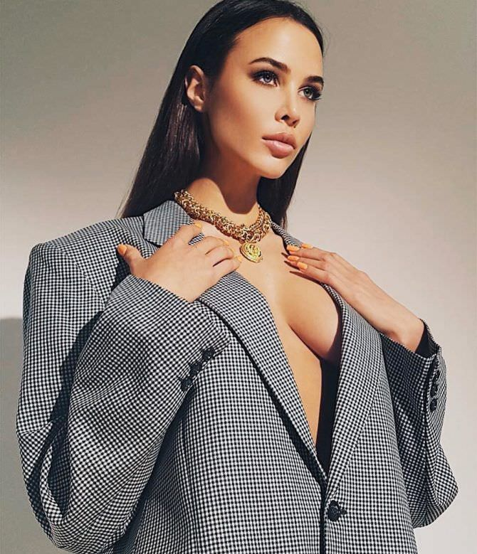 Анастасия Решетова фото в пиджаке