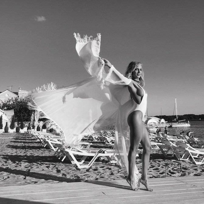 Наталья Ионова фото в красивом купальнике