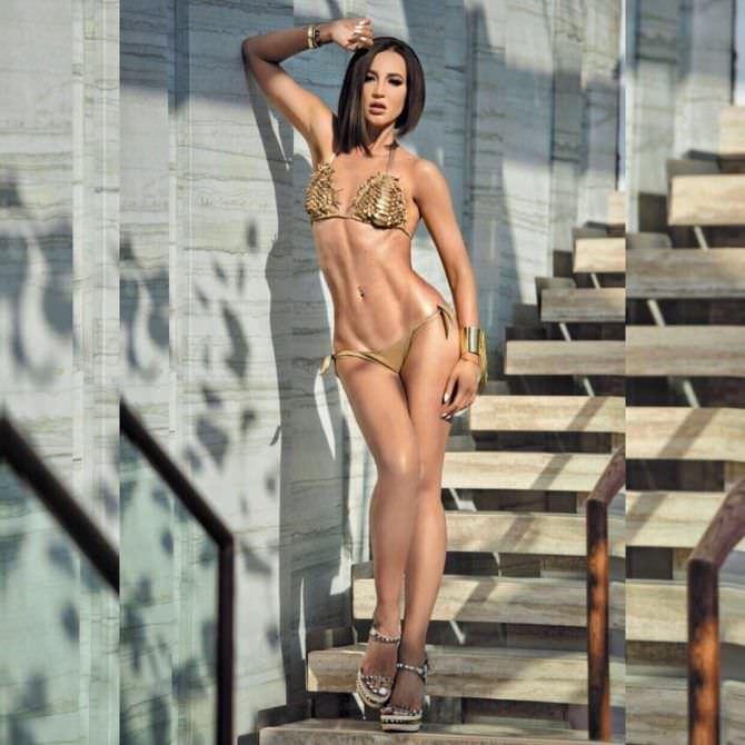 Ольга Бузова фото на лестнице