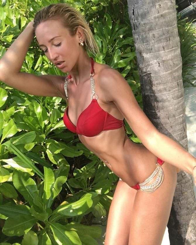 Ольга Бузова фотография у пальмы
