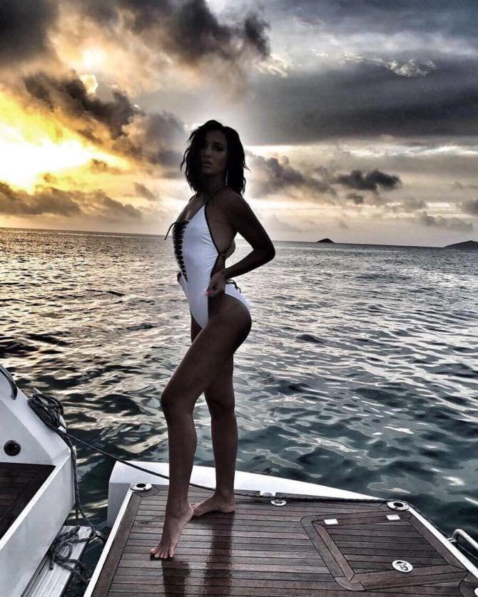 Ольга Бузова фото в белом купальнике