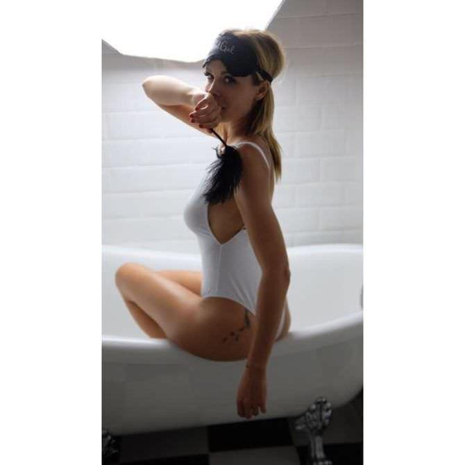 Мария Горбань фото на краю ванны