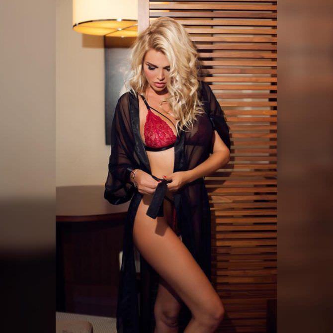 Виктория Лопырева фотография в халатике