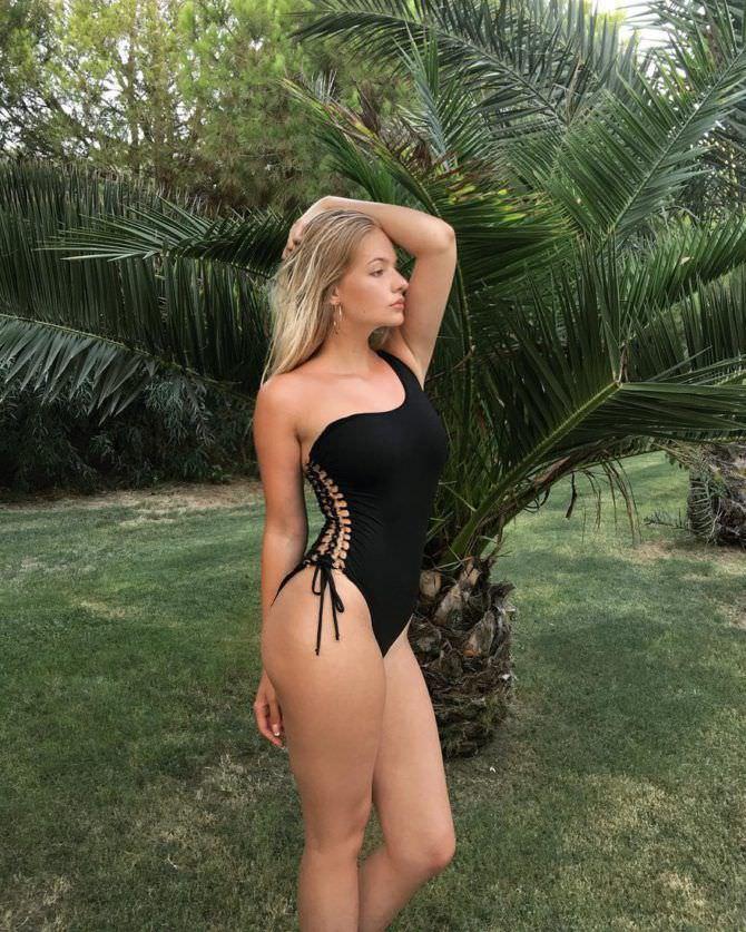 Лиза Пескова фотография в купальнике